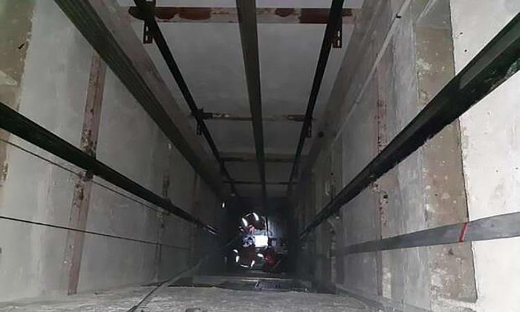 نجات دو نفر در حادثه سقوط کابین آسانسور